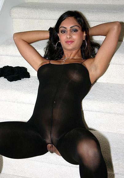 mercedes khani nackt bild